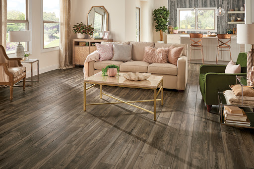 What are the various designs of vinyl floor covering?