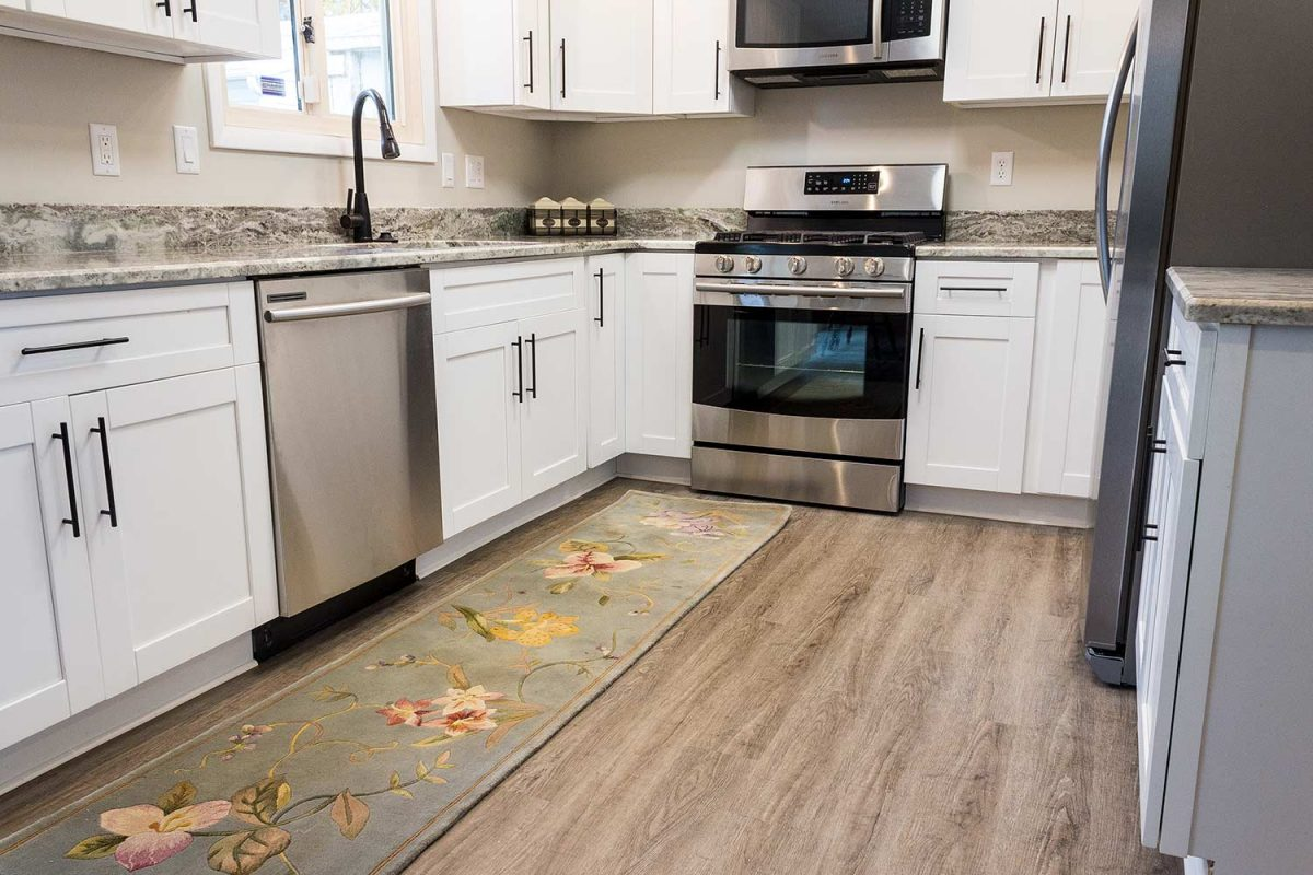 Benefits and also Disadvantages of Vinyl Floors